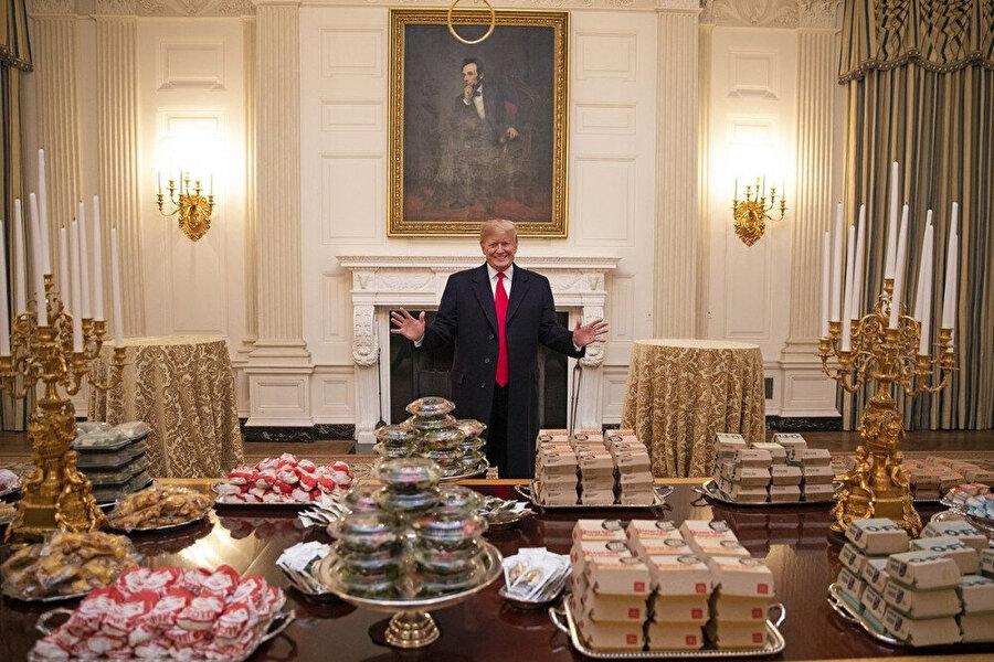ABD Başkanı Trump, hükümetin kapalı olmasından dolayı Beyaz Saray'a dışarıdan hamburger siparişi vermişti.