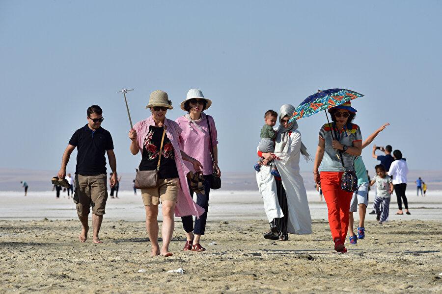Ankara'daki Tuz Gölü ziyaretçilerin dikkatini çekti.