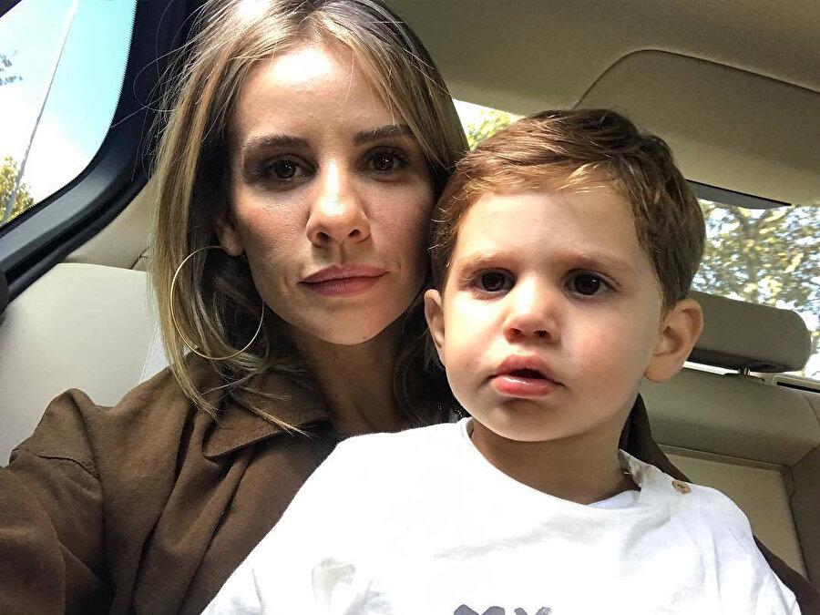 Esra Erol ve küçük oğlu.