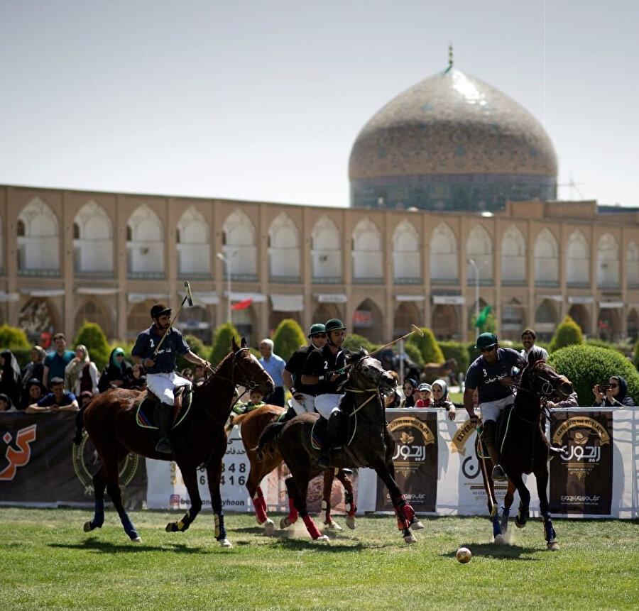 İran'ın İsfahan kentinde çevgan turnuvası.