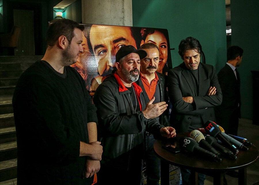 Filmin özel gösteriminde komedyenler birlik mesajı verdi.