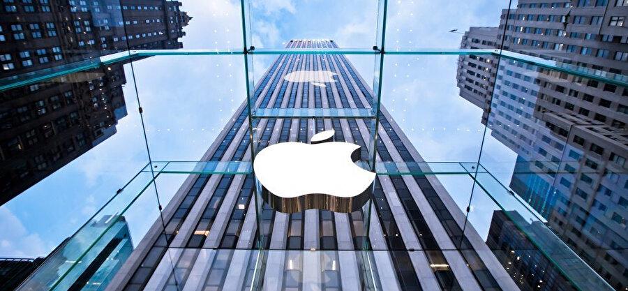 Apple, 'casusluk iddialarıyla' çalkalanıyor.