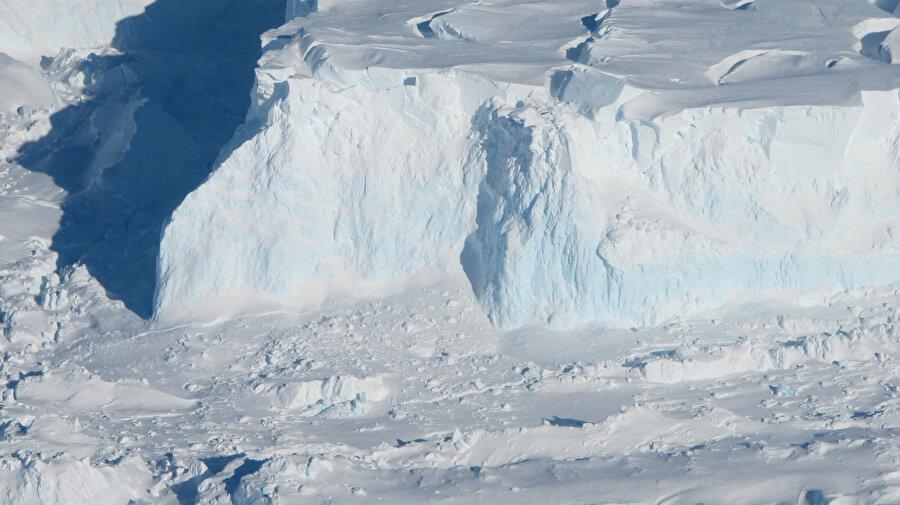 Boşluk, buzulların erimesine de etki ediyor.