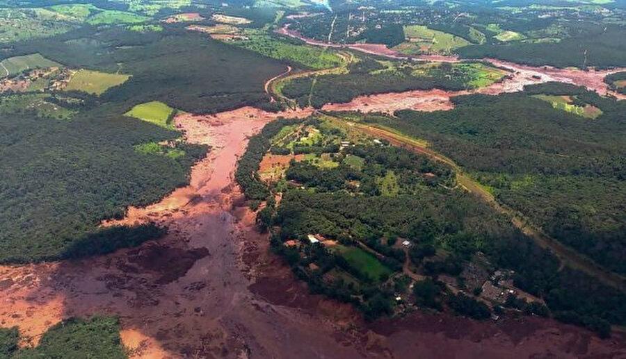 Brumadinho kasabası, çamura gömüldü.