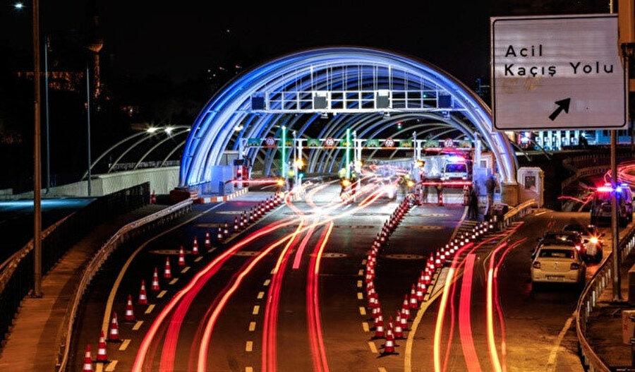 Avrasya Tüneli'nden geçiş ücreti otomobiller için 23,30 TL, minibüsler için ise 34,90 TL olarak uygulanıyor.