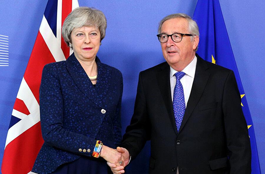 İngiltere Başbakanı Theresa May, Brüksel'de AB Komisyonu Başkanı Jean-Claude Juncker ile görüştü.