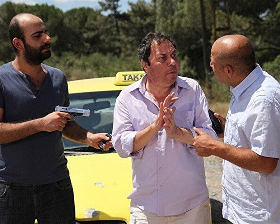Yalçın Menteş son olarak 'Akasya Durağı' adlı komedi dizisinde oynamıştı.