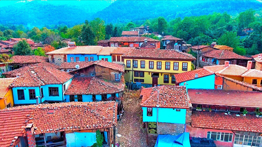 Birçoğumuzun 'Kınalı Kar' isimli diziden aşina olduğu Cumalı Kızık köyü, Bursa'nın en nostaljik ve tarih alanlarından birisi konumunda.