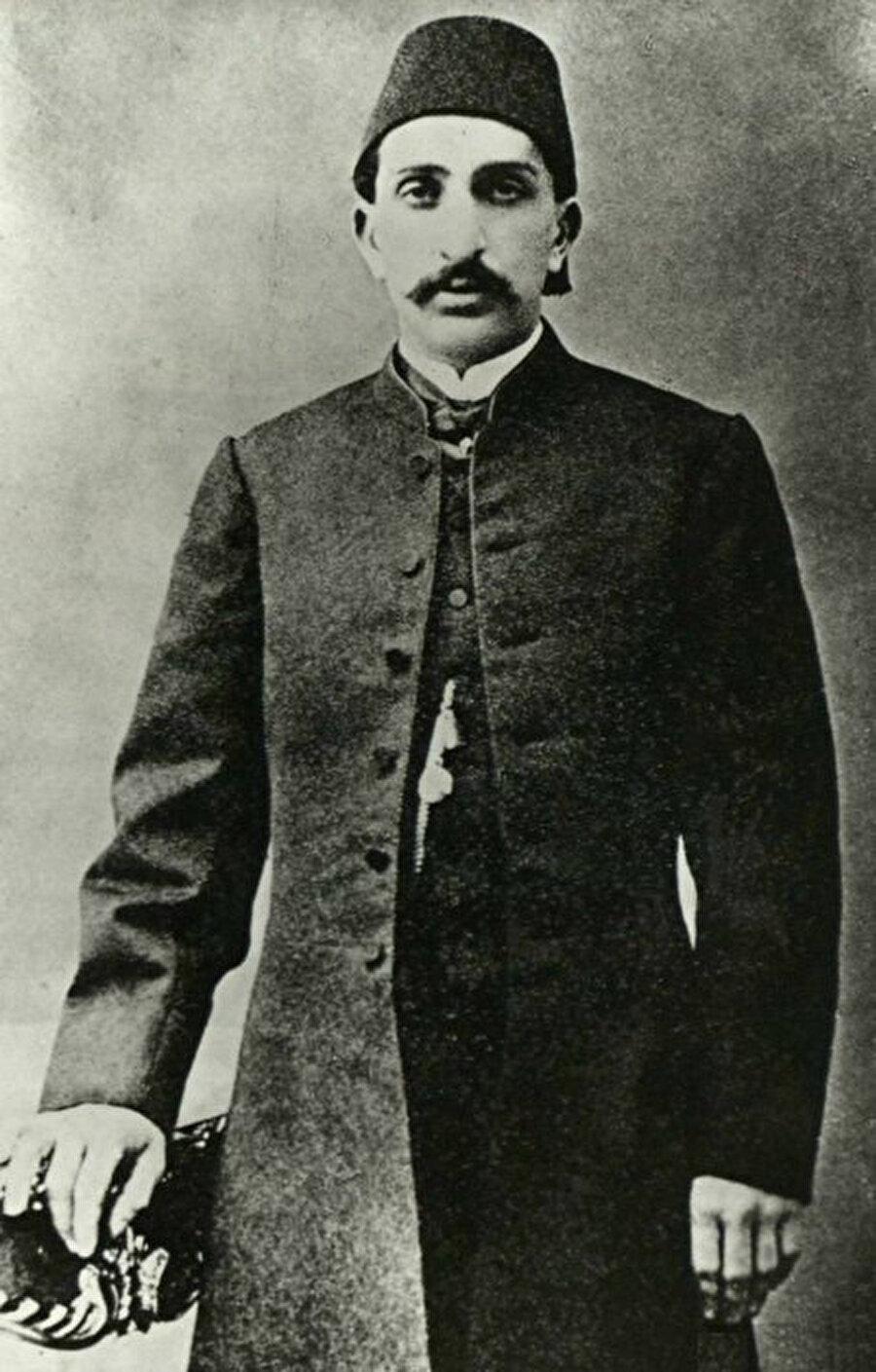 13 Şubat 1878'de Meclis-i Mebusan'ı süresiz olarak tatil ilan etti,