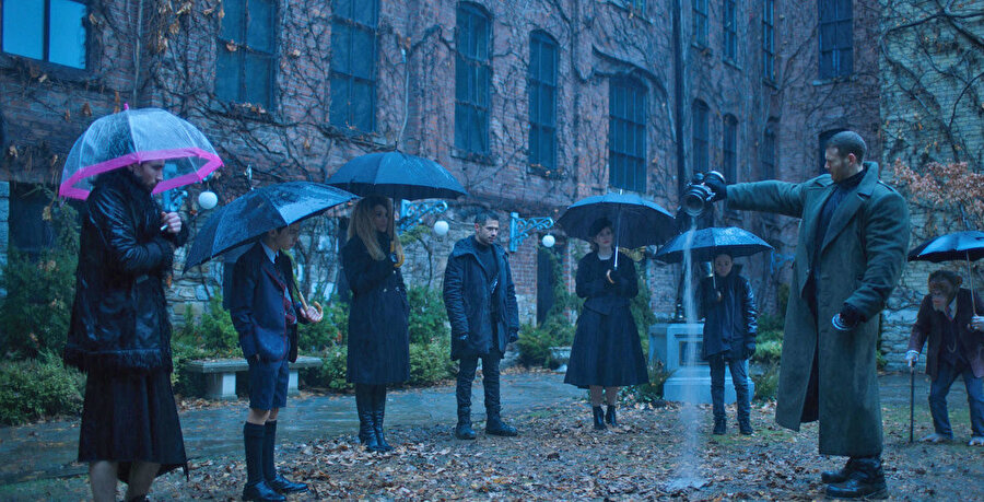 The Umbrella Academy dizisinden bir kare.