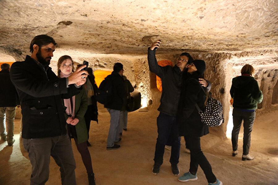 Ziyaretçiler bol bol fotoğraf çektirdi.