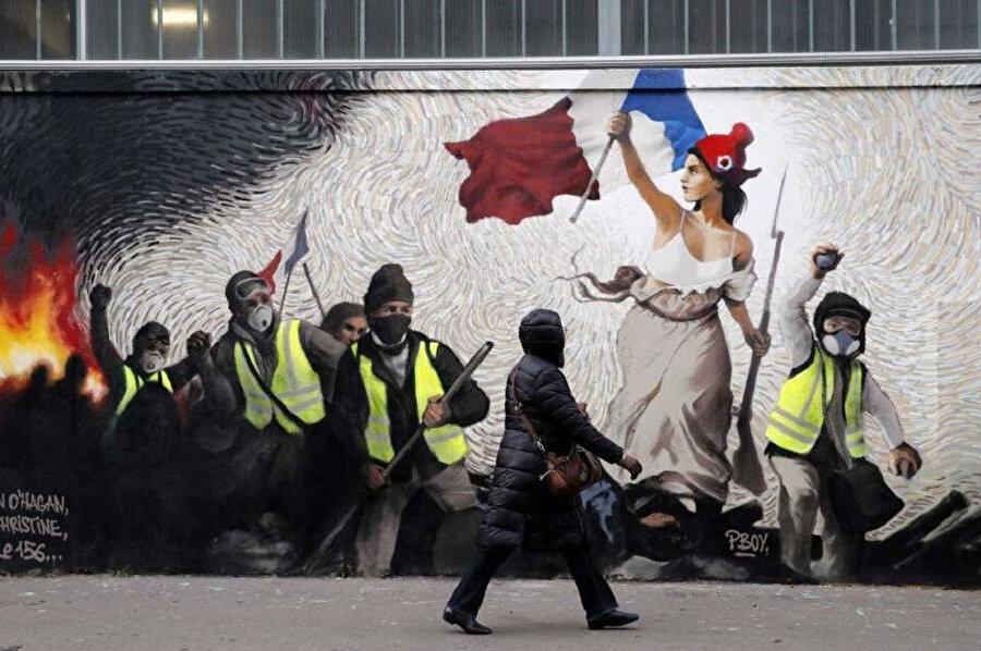 Fransa'da Sarı Yelekliler'in 17 Kasım'da akaryakıt vergisine getirilen artışa tepki olarak başlayan gösterileri ülke çapında hükümeti protesto eylemlerine dönüşmüştü.