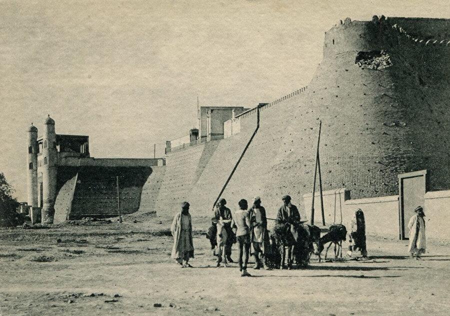 Buhara'nın geçtiğimiz yüzyılın başında çekilmiş bir fotoğrafı.