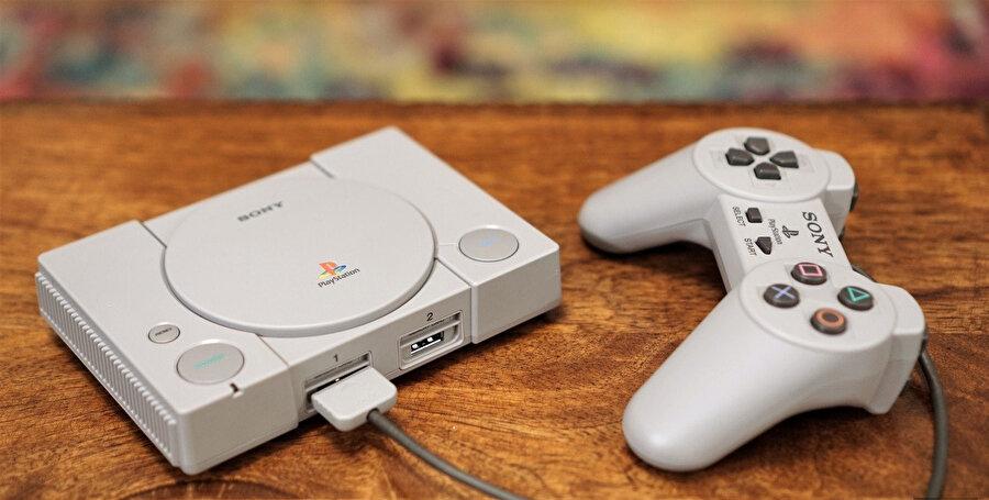 PlayStation Classic, tasarımıyla teknoloji ve nostaljiyi bir araya getiriyor.