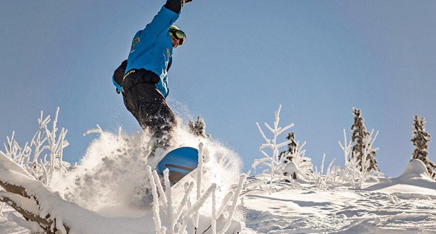 i Pamporovo, Türk turistlerin yanı sıra Romanya, Sırbistan gibi ülkelerden de çok sayıda kayaksevere ev sahipliği yapıyor.