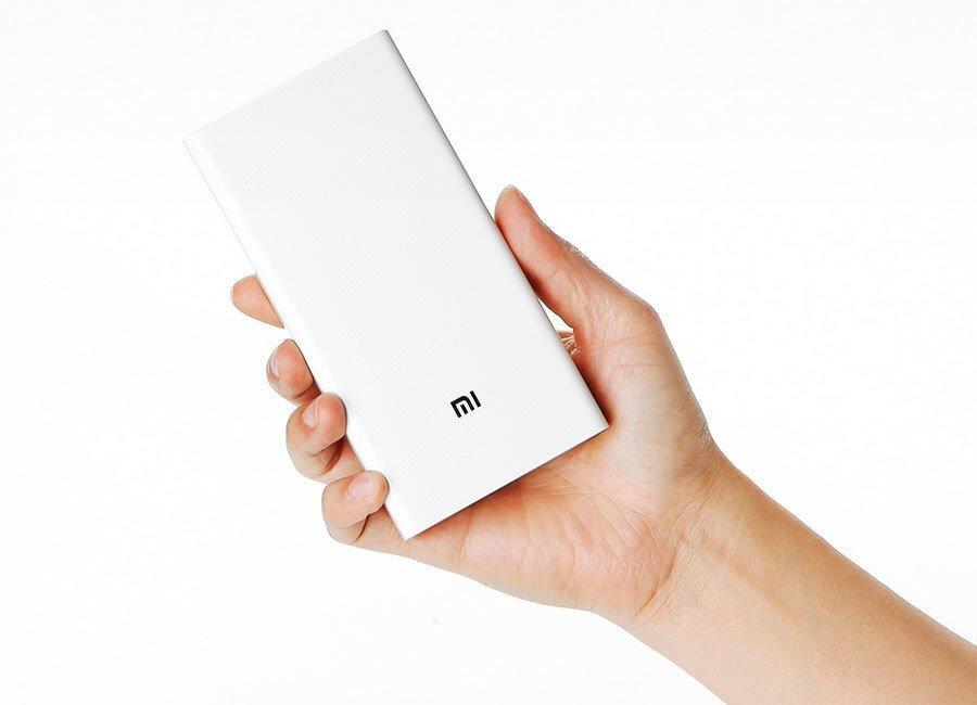 Xiaomi powerbank, 20.000 mAh değeriyle oldukça güçlü bir 'yol desteği' konumunda. Yalnız powerbank biraz ağır...