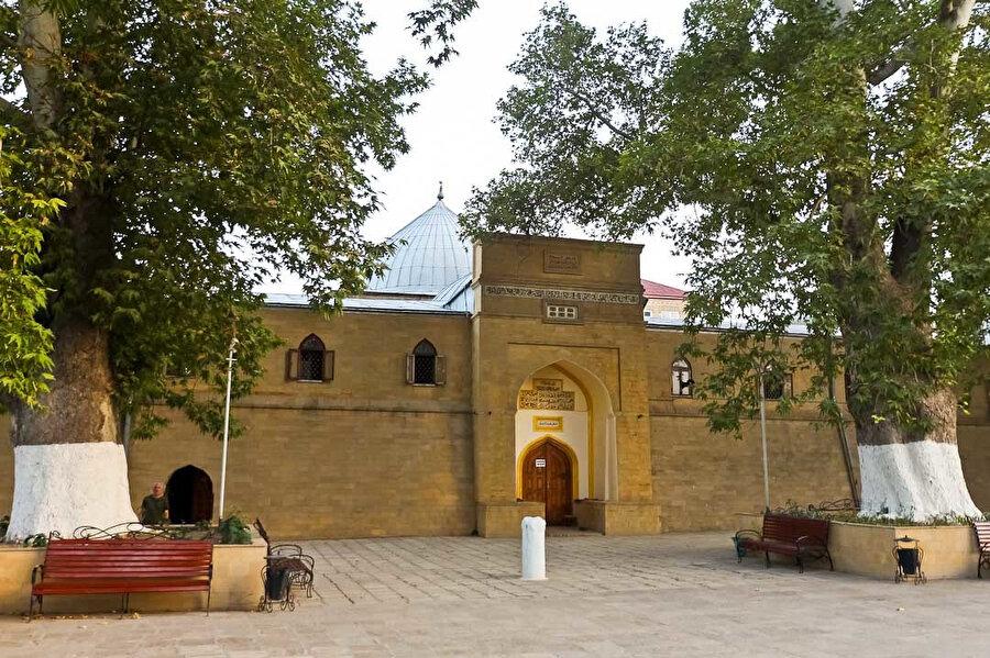 733 yılında inşa edilen Derbent Cuma Camii 2003'te UNESCO Dünya Kültür Mirası listesine alınmıştır.