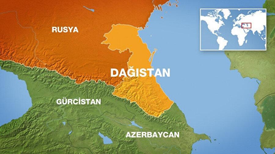 50,300 km2 alanı ile Dağıstan'ın kuzeyinde Kalmuk Özerk Cumhuriyeti, batı ve kuzeybatısında Çeçenistan ve Kuzey Kafkasya, güneybatısında Gürcistan ve güneyinde de Azerbaycan yer alır.