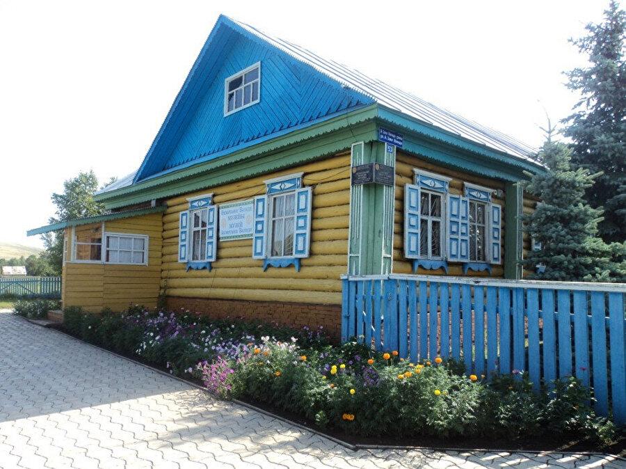 Zeki Velidi Togan'ın doğduğu ve müze olarak kullanılan Başkurdistan'ın İsterlitamak'a bağlı Küzen'deki evi.