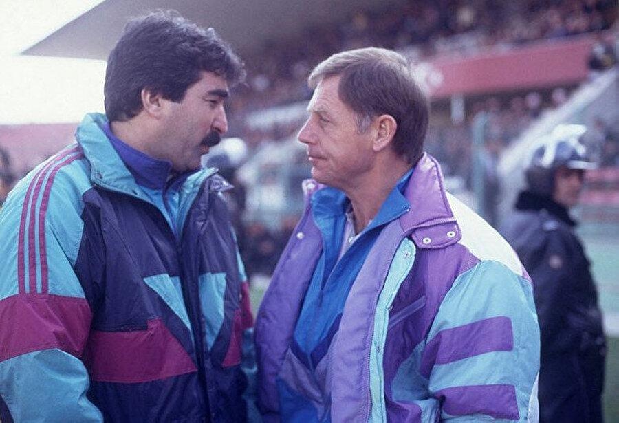 Uzun yıllar Beşiktaş'nin teknik direktörlüğünü yapan Milne, Türkiye'de ayrıca Bursaspor ve Trabzonspor'un da teknik adamlığını yaptı
