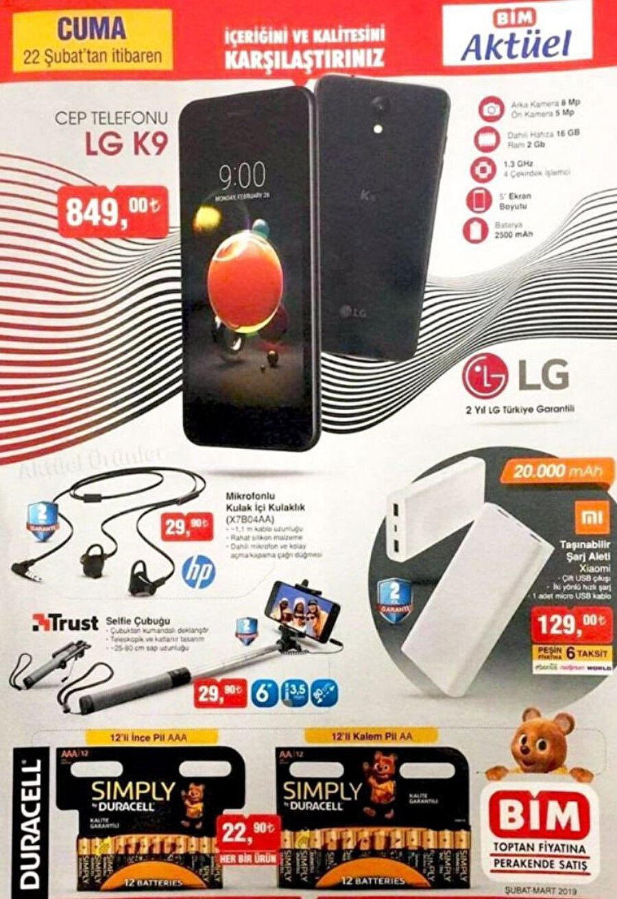 BİM'de aynı gün LG K9 haricinde de birçok farklı teknolojik ürün satılıyor. Bunlar arasında kulakiçi yapıda kulaklıklar da var; selfie çubuğu ve harici bataryalar da...