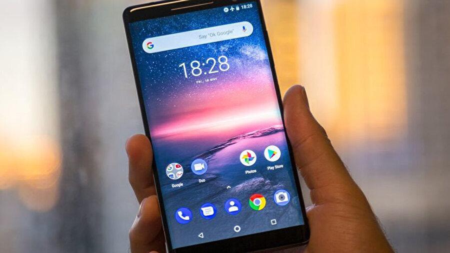 Nokia 9 PureView, şirketin bir önceki cihazı 8 Sirocco'yla ekran konusunda büyük benzerlikler taşıması bekleniyor.