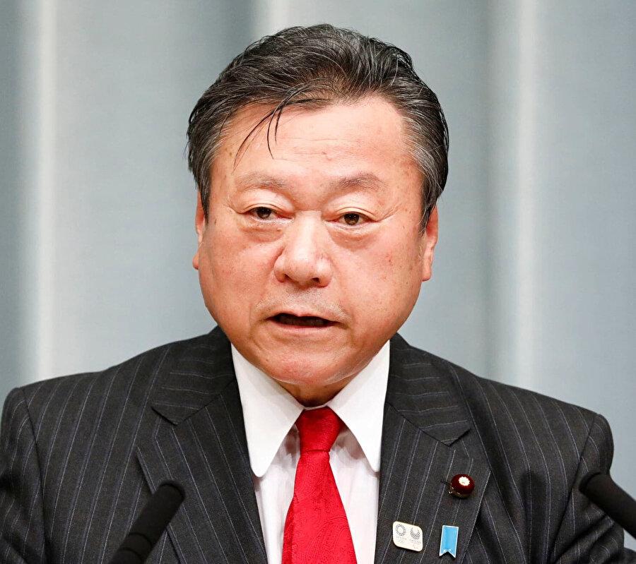 Sakurada aynı zamanda Siber Güvenlik Bakanı olarak görev alıyor.