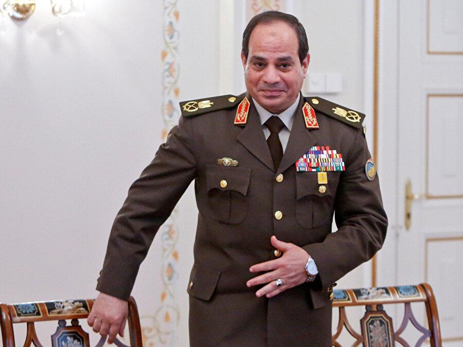 General Abdulfettah Sisi, Muhammed Mursi'yi devirdikten sonra cumhurbaşkanlığı koltuğuna oturdu.