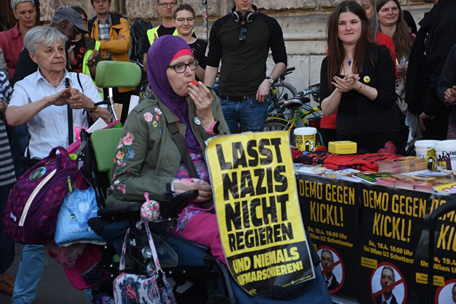 Güvenlik paketi sadece sığınmacılar değil, Avusturya vatandaşları tarafından da protesto edilmişti.