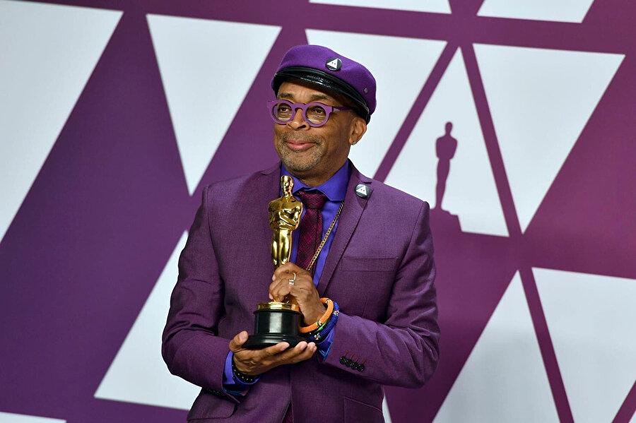 En iyi uyarlama ödülünü kazanan yönetmen Spike Lee, ödül konuşmasında ABD Başkanı Trump'ı ırkçılıkla suçladı.