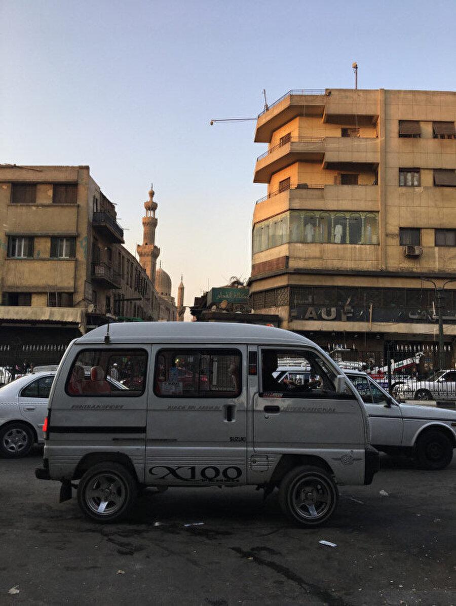 Günümüzün Kahire'sinde eskiyle yeni iç içedir.