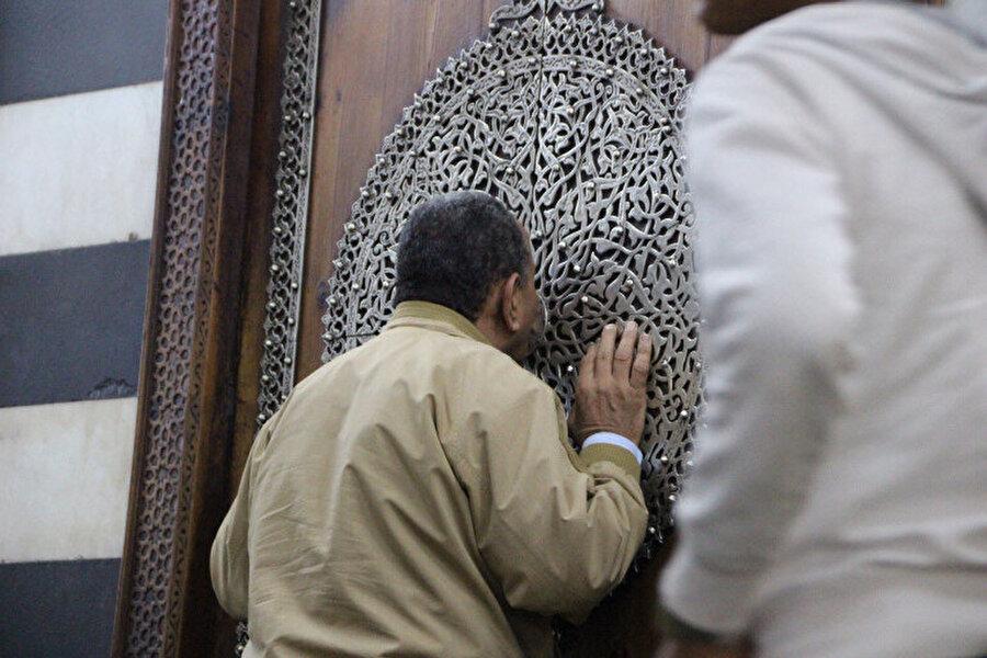 Hüseyin Cami, Kahire'nin en kutsal mekanlarından biridir ve Hıristiyanların girmesi yasaktır.