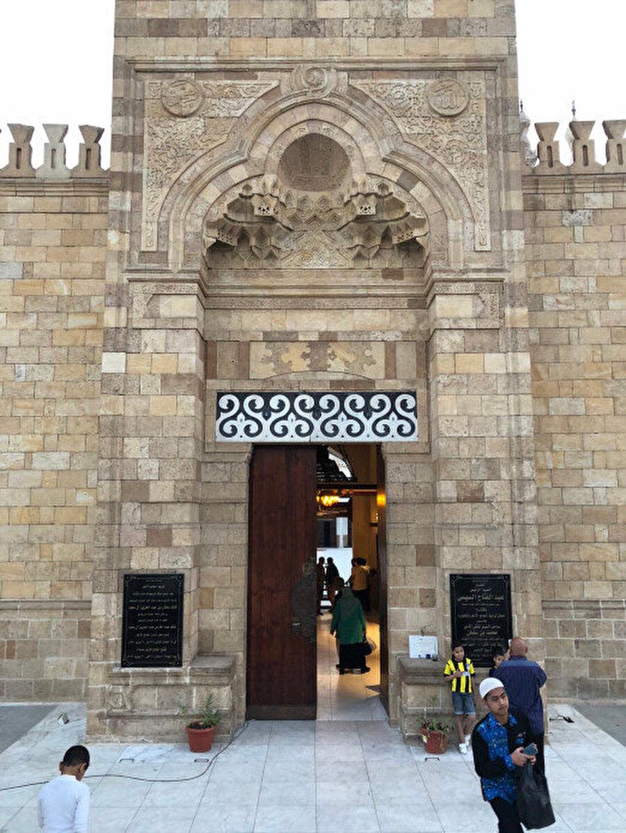 El Ezher Camii'nin kuzey yönünde bulunan giriş kapısı.