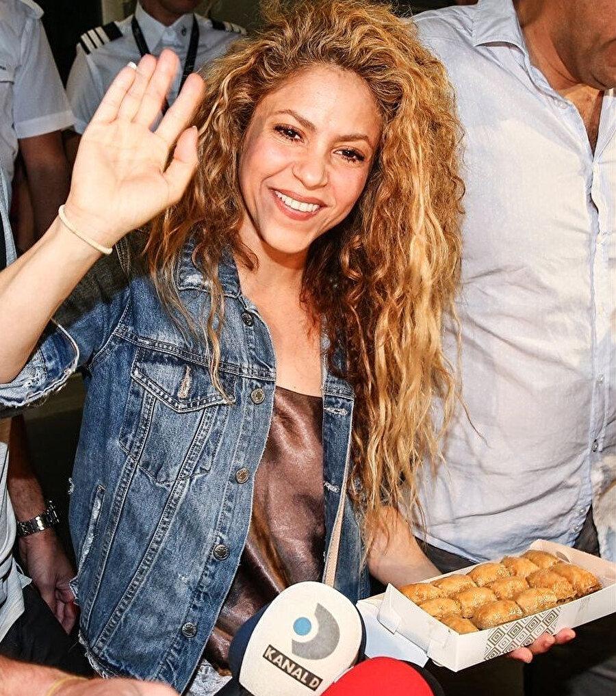 Shakira, İstanbul'a konser vermek için geldiğinde baklava ile karşılanmıştı.