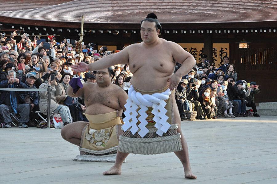 Japonya'da sumo güreşi yapan yabancılar bulunuyor.
