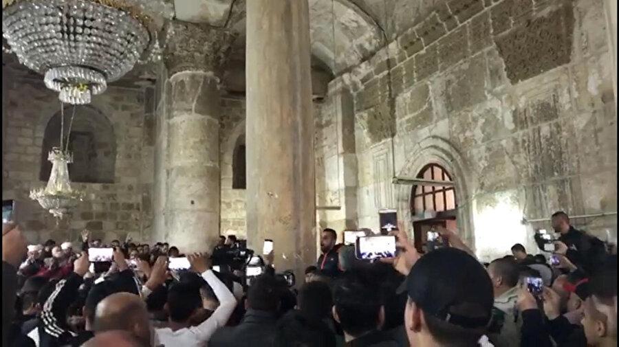 Rahmet Kapısı'nın iç kısmına 16 yıl sonra ilk kez giren Filistinliler.