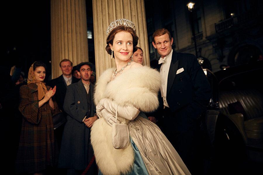 The Crown dizisi İngiltere Kraliçesi Elizabeth'in hayatını anlatıyor.