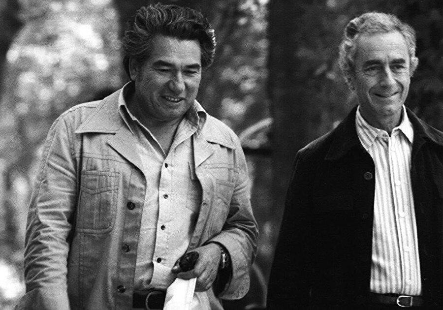 Cengiz Aytmatov İtalyan yönetmen Michelangelo Antonioni ile birlikte.