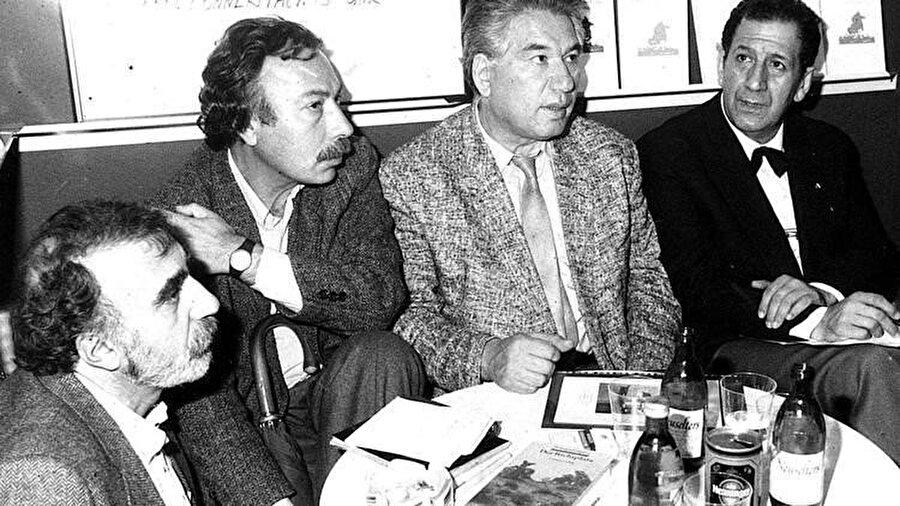 (Soldan sağa) Aras Ören, Ferit Edgü, Cengiz Aytmatov, Doğan Hızlan.