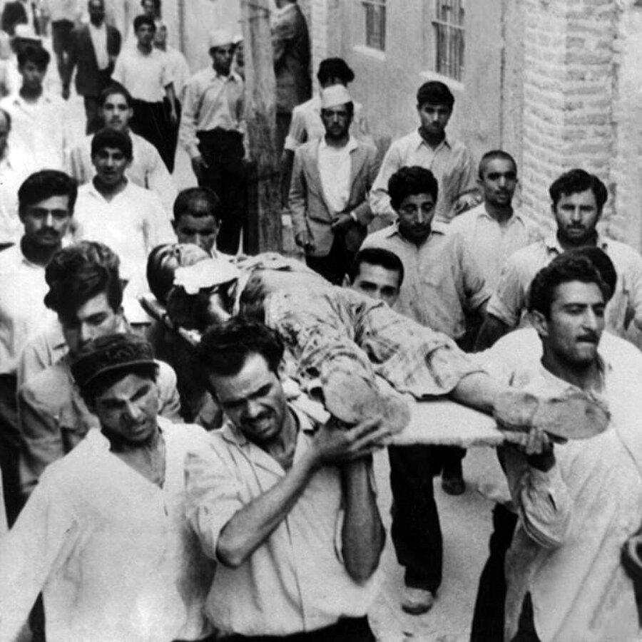 15 Hordad'da yaşanan kanlı kaostan bir fotoğraf.