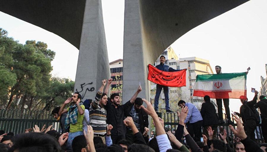 Ekonomik ve politik sebepler dolayısıyla 2017'in sonlarında başlayıp kendisini özellikle 2018'de hissettiren hükümet karşıtı protestolar ciddi bir katılımla gerçekleşir.