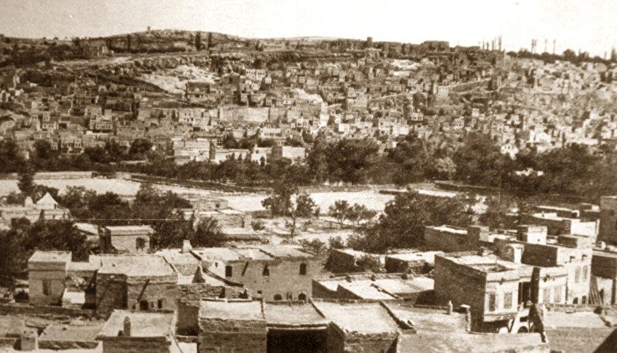 Gülbenkyan'ların İstanbul'dan önce yerleştiği Talas'ın eski bir fotoğrafı.