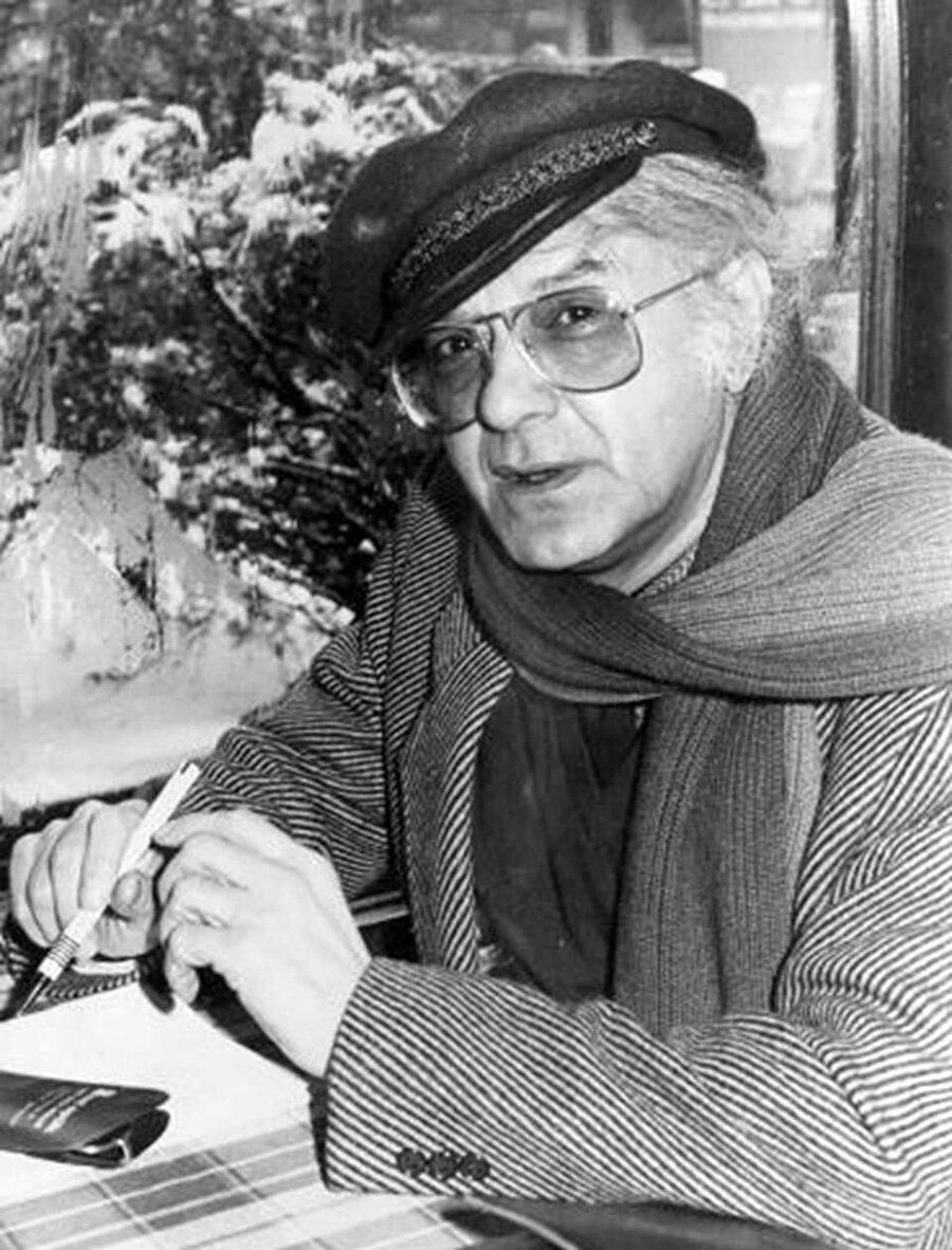 Türk düşünce ve edebiyat dünyasına katkıları olan tiyatro ve sinema sanatçısı Attila İlhan, 2005 yılında hayatını kaybetti.