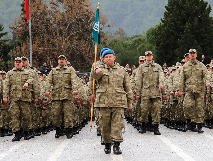 Bedelli askerlikten yararlananların yemin töreninden bir kare.
