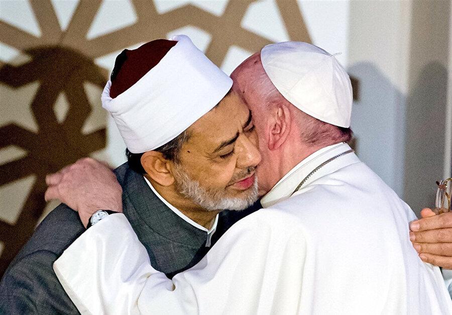 Ezher Şeyhi Ahmed Tayyib ve Papa Francis, Abu Dabi'de.