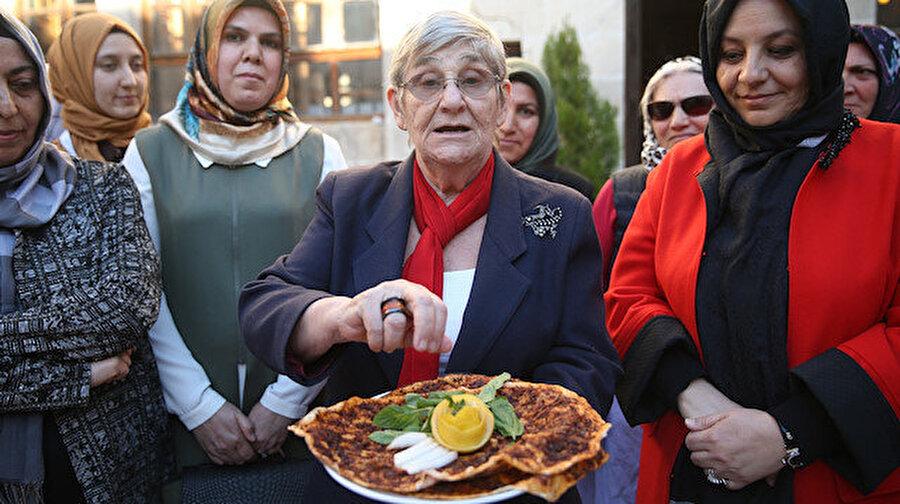 Canan Karatay Urfa mutfağına hayran kaldı.