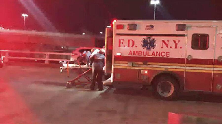 Yaralıların durumunun hayati olmadığı, bir kişinin bacağının kırıldığı, diğerlerininse şiş, sıyrık ve kesikleri bulunduğu belirtildi.