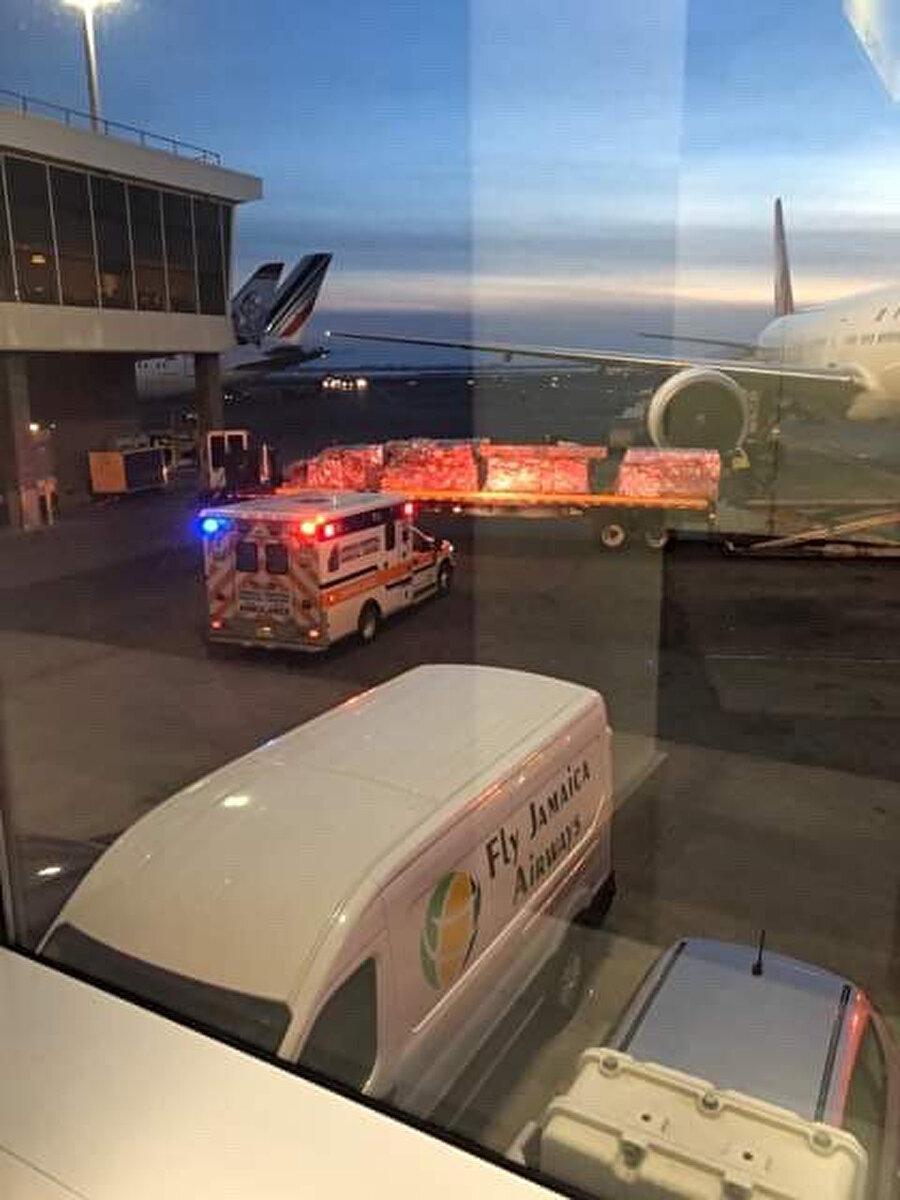 Uçakta yaralanan 30 kişiden 2 kişinin tedavisi devam ediyor.