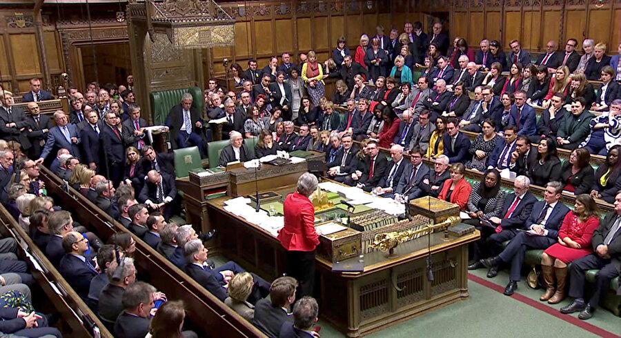Parlamentonun alt kanadı Avam Kamarası Theresa May hükümetinin Avrupa Birliği (AB) ile vardığı Brexit anlaşmasını 242'ye karşı 391 oyla reddetti.