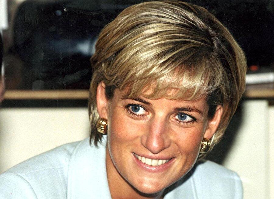 Prenses Diana trafik kazasında hayatını kaybetti.